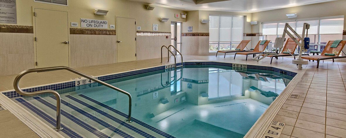 pool at Courtyard Westbury belmont experiences accommodations