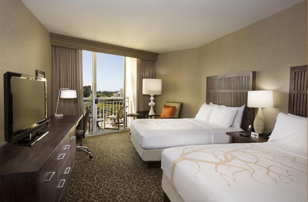 Breeders' Cup Experience accommodation Hilton La Jolla Torrey Pines bedroom