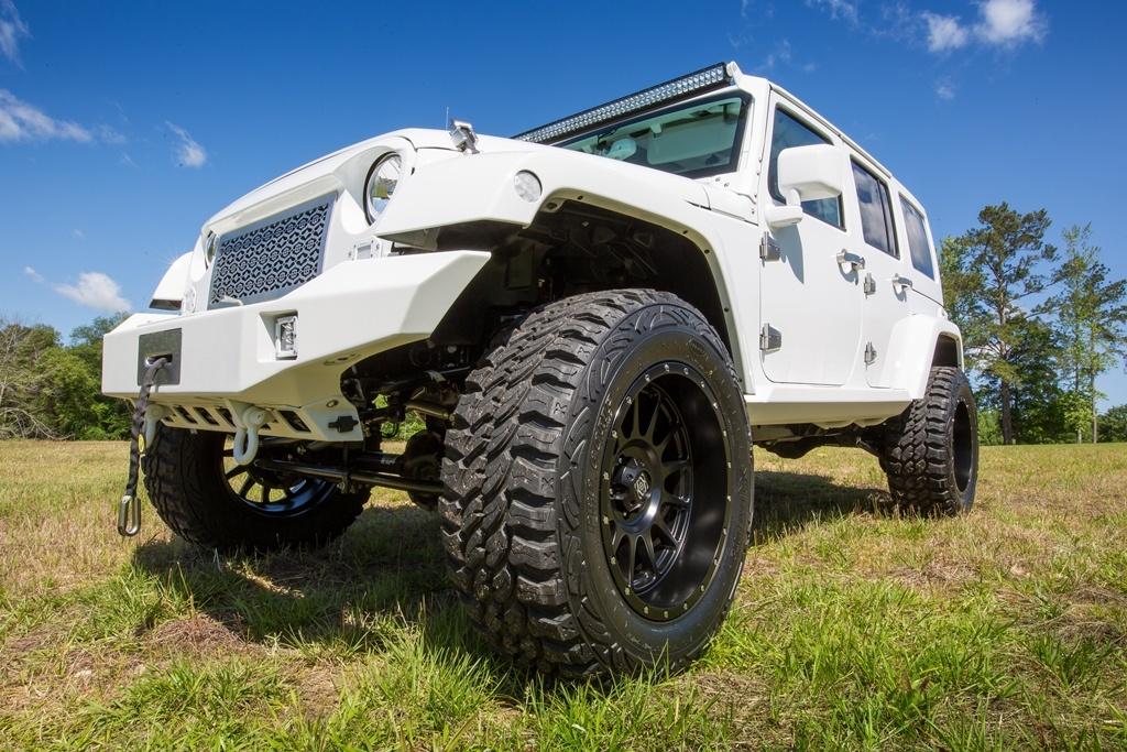 Lot3005_2015-Jeep-Wrangler-Unlimited-Custom-SUV-1.jpg
