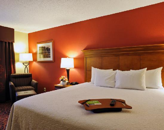 Hampton-Inn-Downtown-Room-Kentucky-Derby-Hotel-Derby-Experiences-QuintEvents