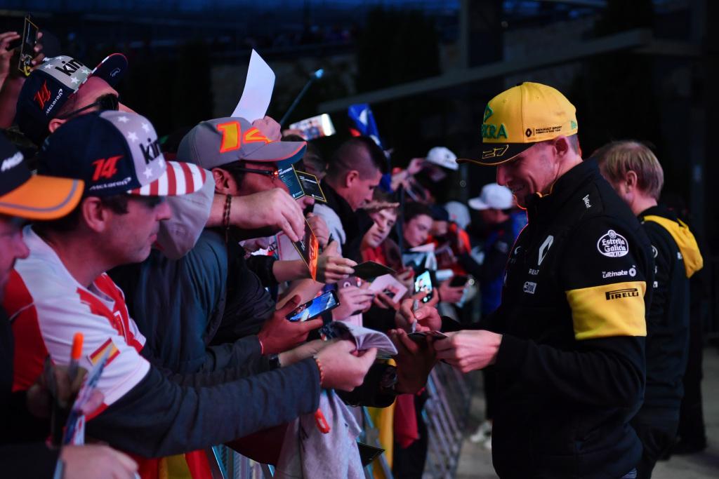 COTA F1 Drivers Autograph Session
