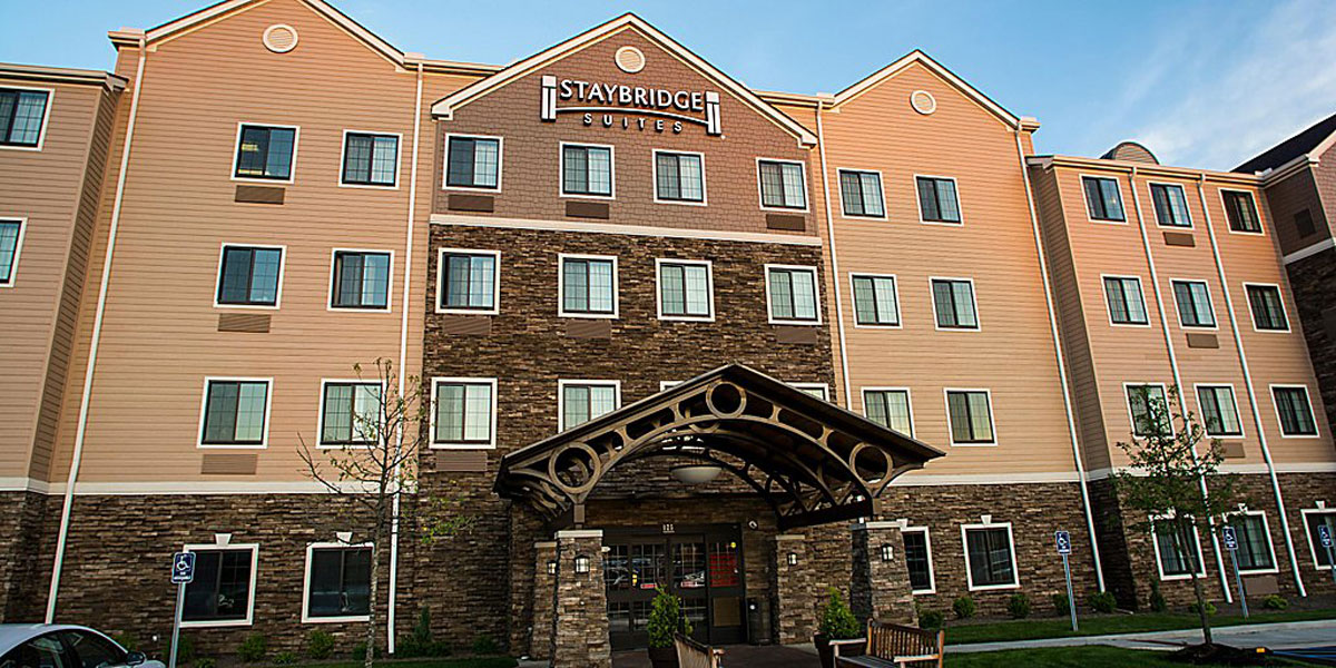Breeders' Cup Experiences accommodations Embassy Suites Louisville Downtown front desk