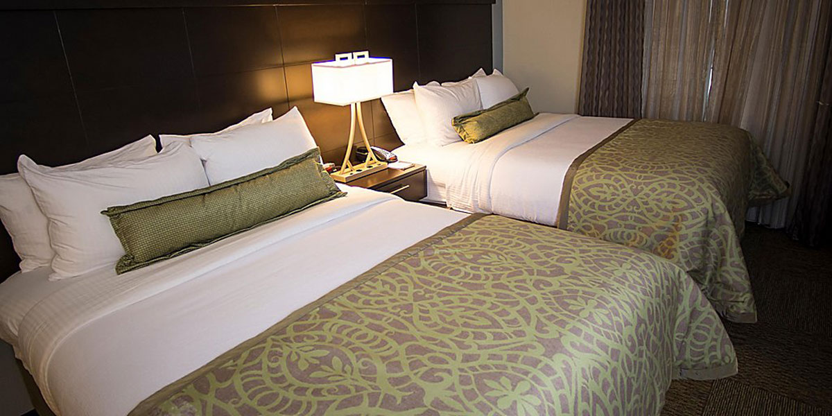 Breeders' Cup Experiences accommodations Embassy Suites Louisville Downtown bedroom