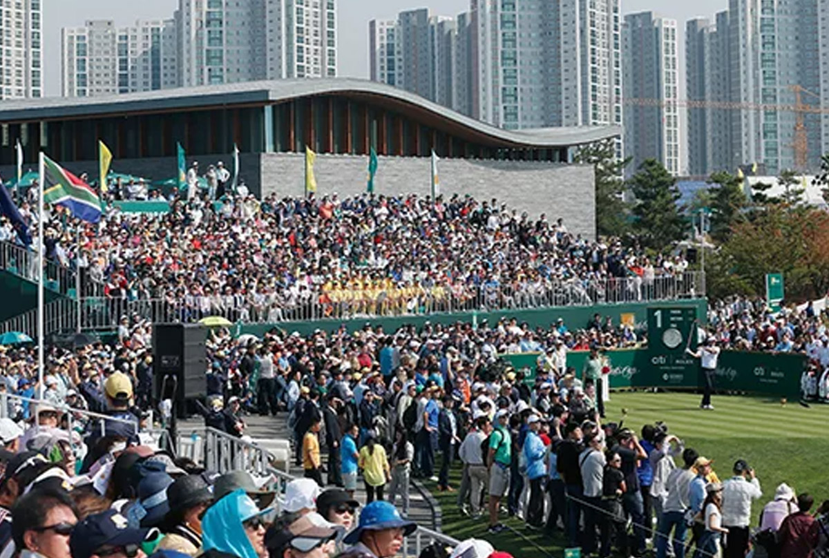 crowd at the presidents cup