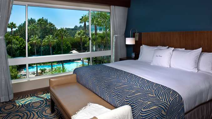 Breeders' Cup Experience accommodations DoubleTree Del Mar bedroom