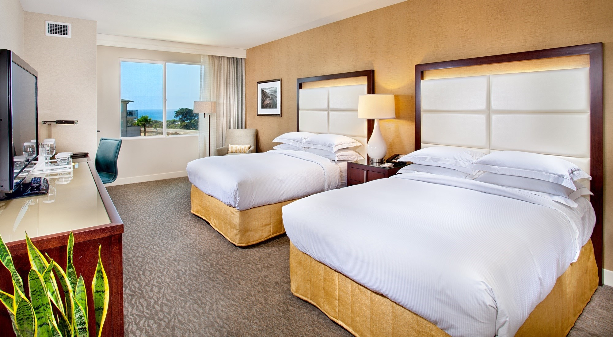 Breeders' Cup Experience accommodations Cape Rey Carlsbad Beach bedroom